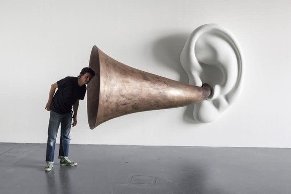 존 발데사리: Beethoven's Trumpet (with Ear) 작품 #133, 2007 ©John Baldessari; Courtesy of the artist, Sprüth Magers and Beyer Projects